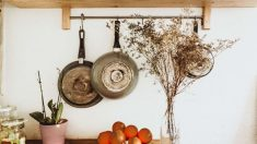 La grasa y la suciedad suelen acumularse en la base de las sartenes