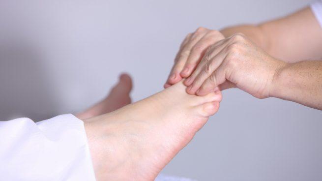Ardor de pies: 6 causas y 2 remedios para tratarlo