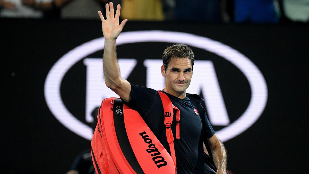 Roger Federer se despide de los aficionados tras caer ante Djokovic en Australia. (Europa Press)