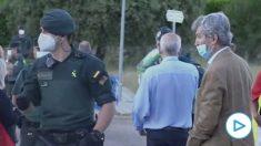 El ex JEMAD José Julio Rodríguez siendo identificado por la Guardia Civil (FOTO: OKDIARIO)