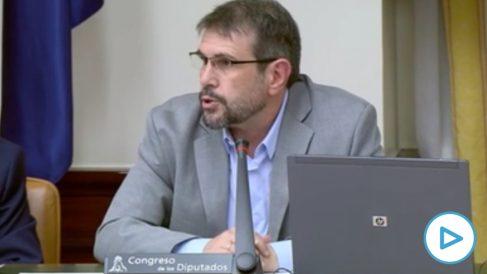 Carlos Aguilar, candidato de Podemos a la CNMC, en el examen parlamentario.