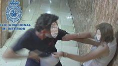 Málaga.- Sucesos.-Detenido un hombre por asalto a una mujer de 74 años y que se arrancó el pelo para no ser identificado