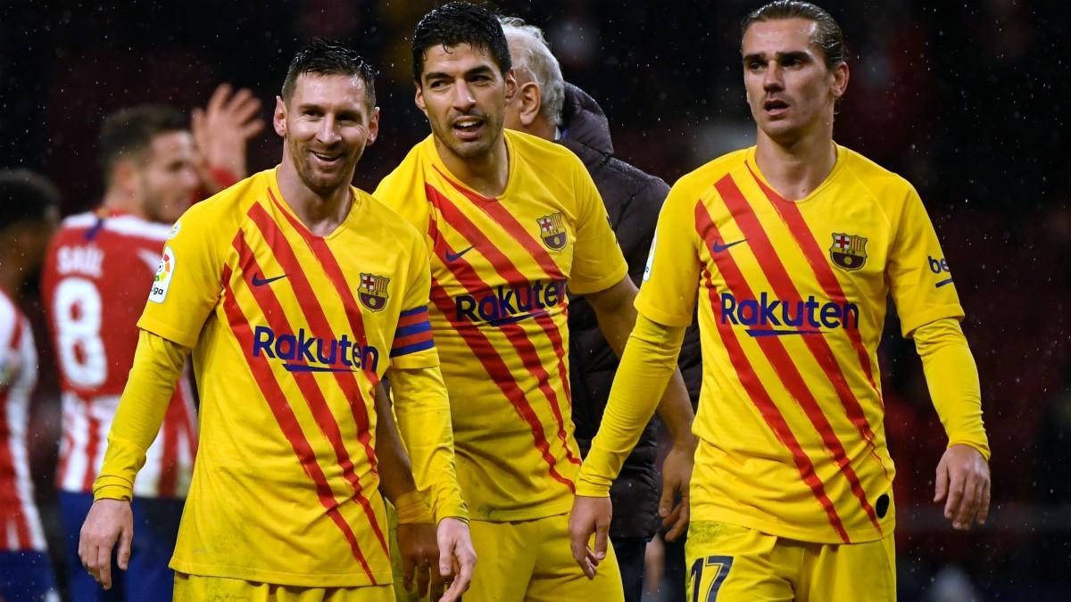 Messi, Suárez y Griezmann tras un partido esta temporada. (AFP)