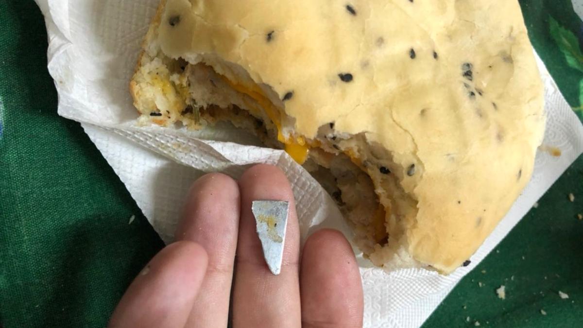 Twitter: Encuentra un cuchillo dentro de su hamburguesa