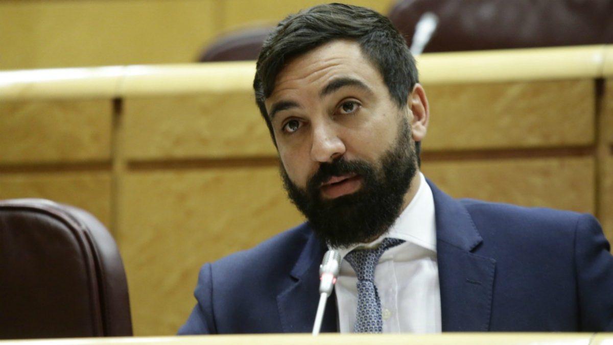 El senador de Vox por Andalucía, Jacobo González-Robatto.