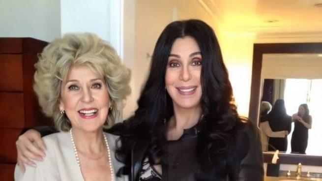 Twitter: Cher de 74 y su madre de 94 años abren el debate sobre cirugía o genética