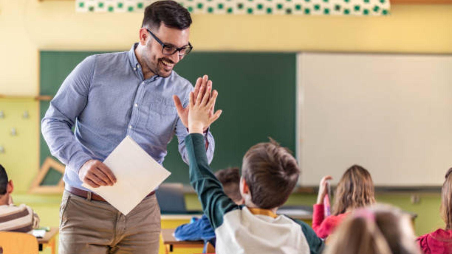Descubre las mejores frases para dedicar a los profesores