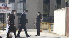 El mayor de los Mossos d'Esquadra, Josep Lluís Trapero, seguido de su abogado, llega a la Audiencia Nacional.