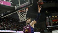 Ante Tomic intenta un mate con la camiseta del Barça Lassa. (Getty)