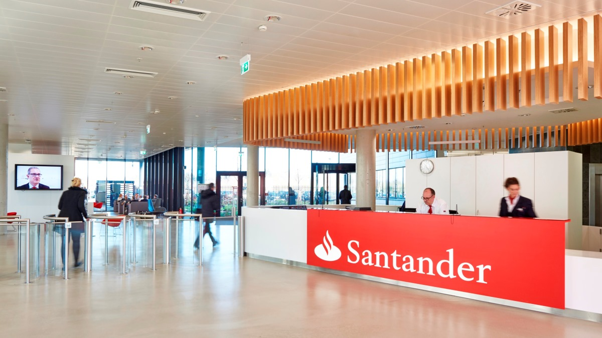 Los bancos van recuperando la normalidad en horarios y servicio