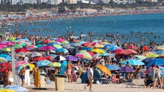 Los 3.000 vigilantes de las playas andaluzas ya se han incorporado a sus puestos