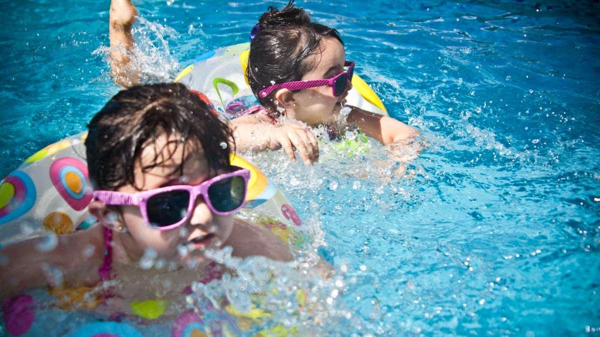 Las piscinas son el entretenimiento favorito de los niños cuando llega el verano