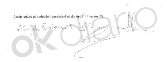Álvaro de Orleans firma la declaración prestada ante el fiscal suizo.