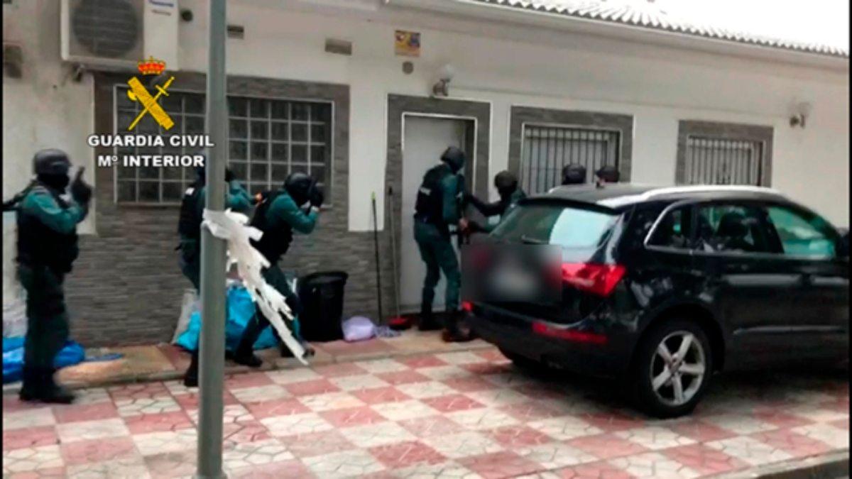 La Guardia Civil durante la operación