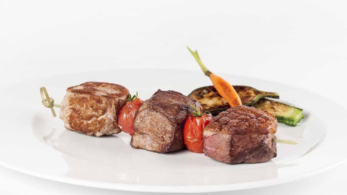 Receta de Minibrochetas de carne de ternera con salsa de mostaza