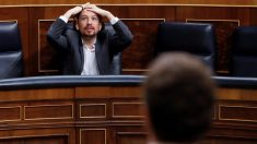 Pablo Iglesias en el Congreso durante una intervención del líder del PP, Pablo Casado. (Foto: EFE)
