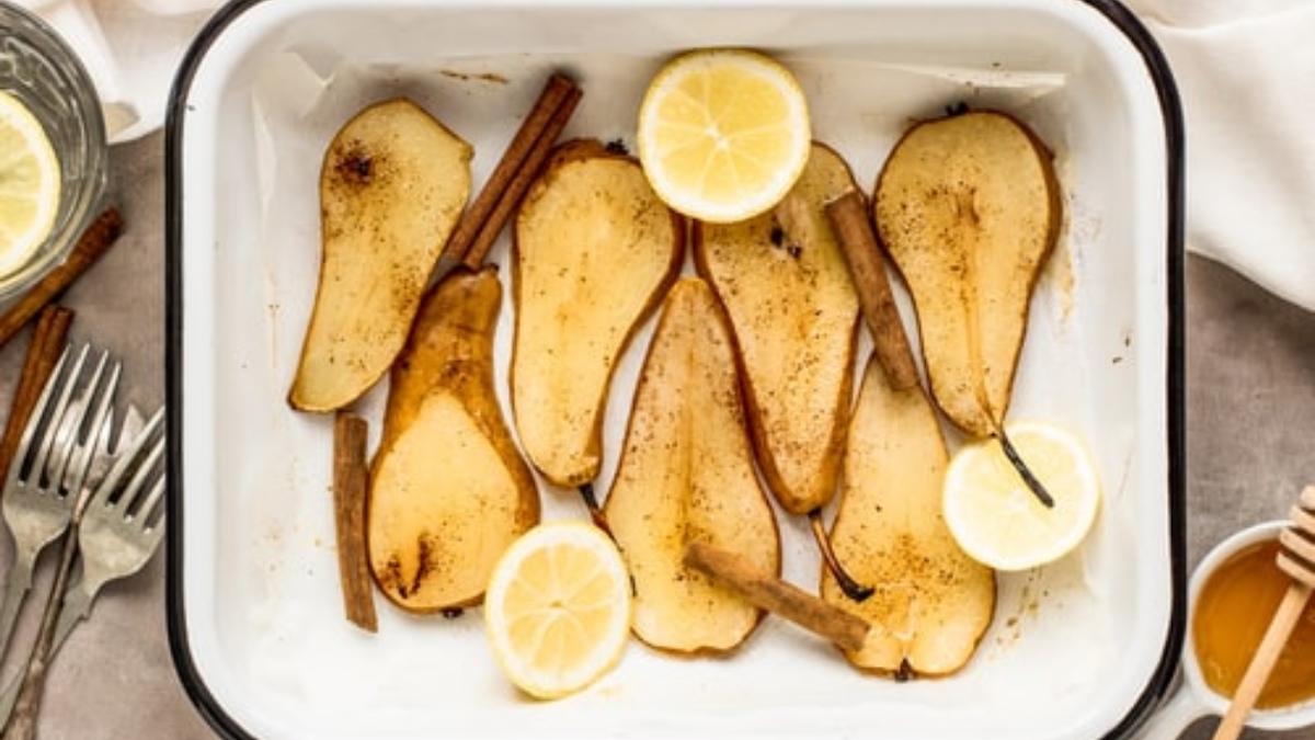 Peras al horno con miel y canela