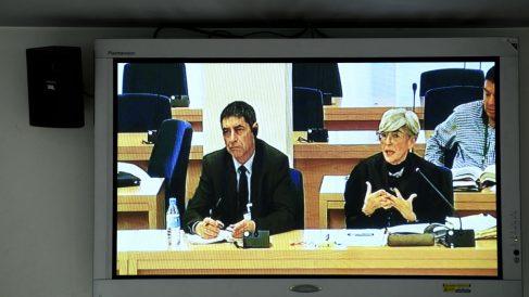 El mayor de los Mossos d'Esquadra, Josep Lluís Trapero y su abogada, Olga Tubau, durante la jornada del juicio a la cúpula de los Mossos d'Esquadra por los hechos ocurridos el 1-O. (Foto: Europa Press)
