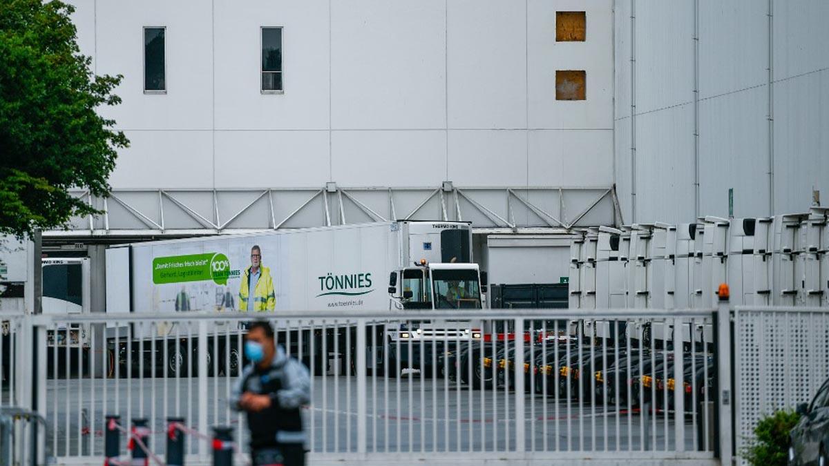 Exterior de una de las plantas cárnicas donde se ha producido un rebrote de coronavirus en Alemania. Foto: AFP