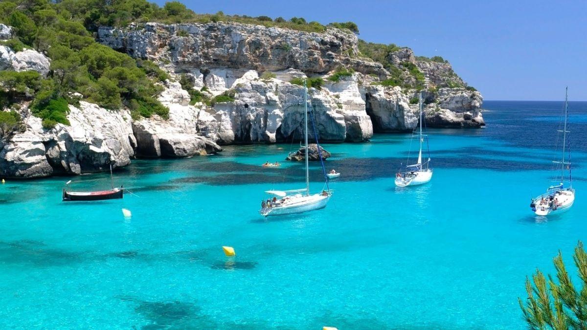 Las zonas más caras y más baratas de España para alquilar pisos en la playa en verano