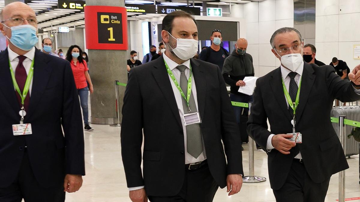 José Luis Ábalos en aeropuerto Adolfo Suárez Madrid Barajas. (Foto: Ministrio de Transportes)