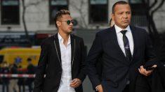 Neymar, junto a su padre de camino a los juzgados. (Getty)