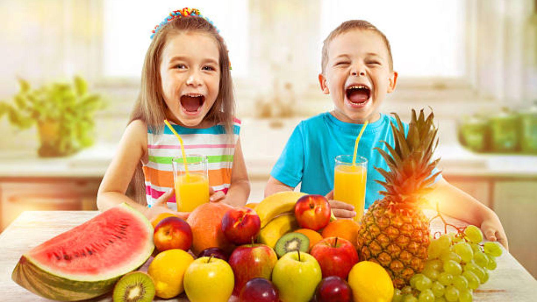 Claves para que los niños coman fruta también en verano