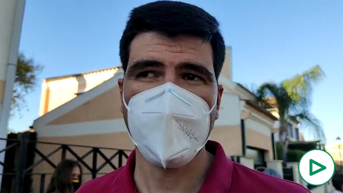 Un hombre denuncia que su casa ha sido okupada.