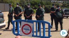 Agentes de la Guardia Civil desplegados para impedir el acceso a la calle donde viven Pablo Iglesias e Irene Montero.