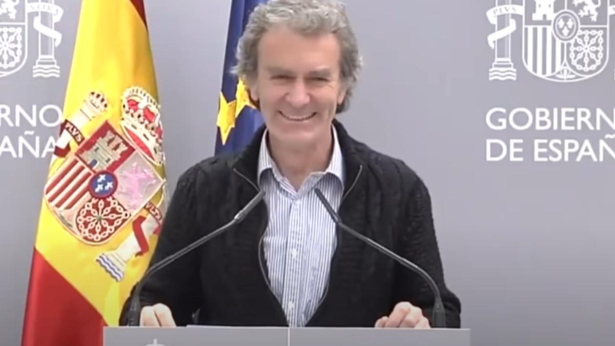 YouTube: Fernando Simón triunfa con un montaje cantando 'Hola mi amor'