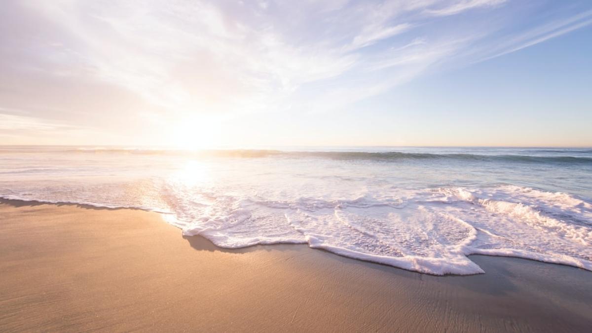 Los vigilantes de playa en guardia ante el primer fin de semana con buen tiempo en Cádiz