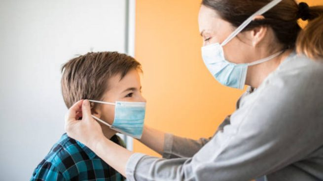 coronavirus niños adultos