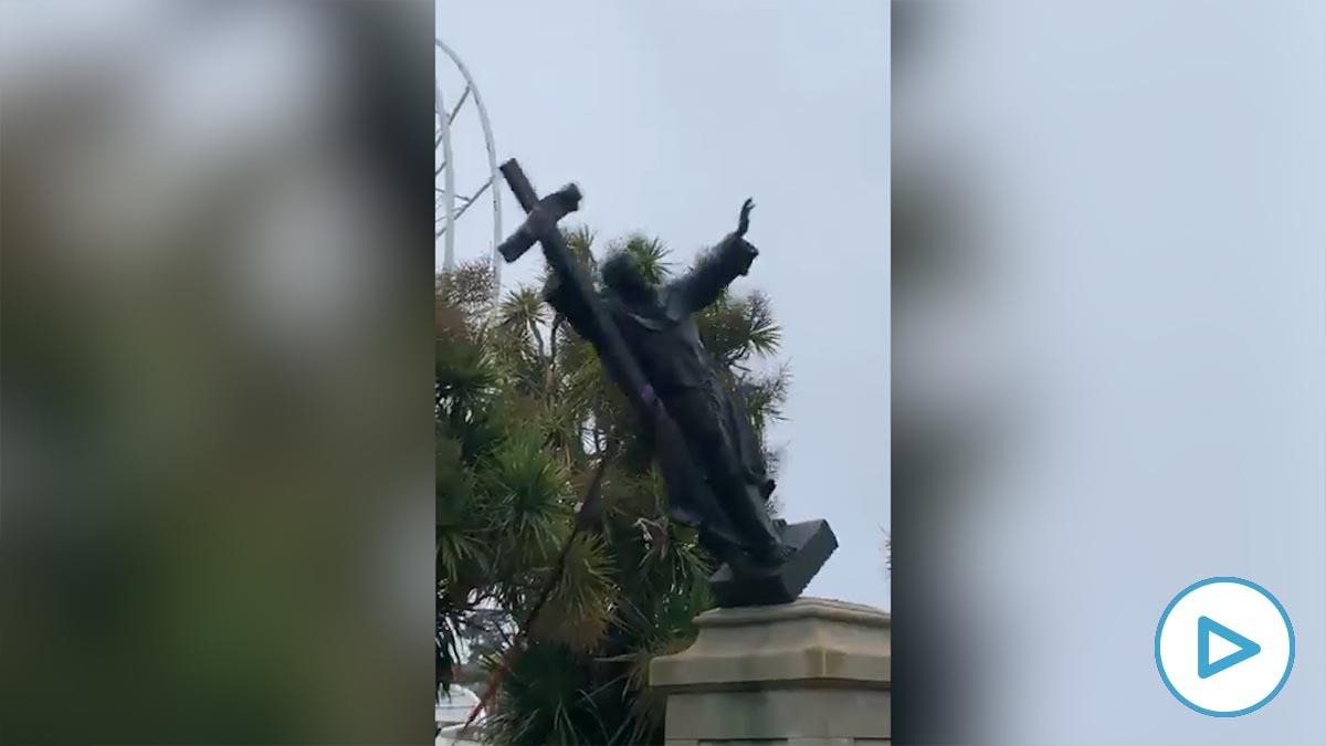 Derribo de la estatua de Fray Junípero Serra en San Francisco.
