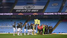 Jugadores de Manchester City y Arsenal en el Etihad. (Getty)