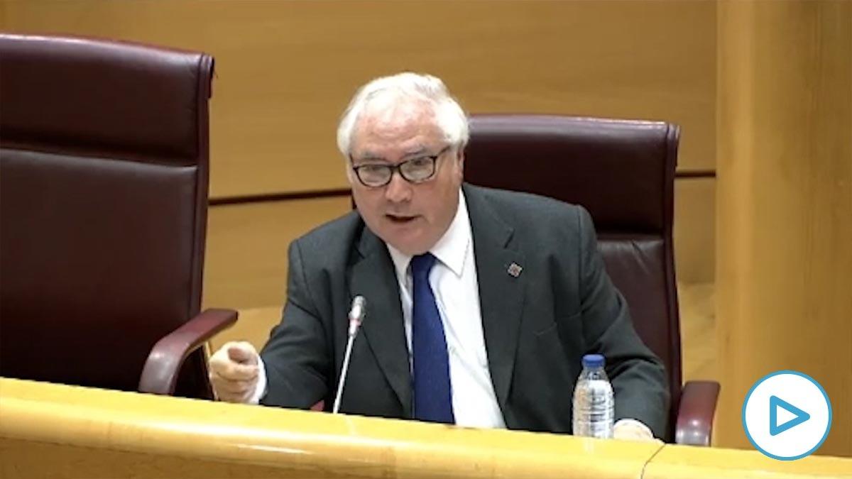 El ministro Manuel Castells insinúa que comer carne puede contagiar el coronavirus.
