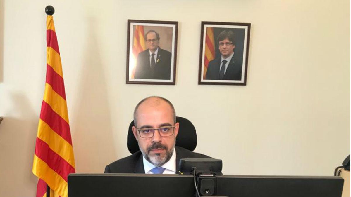 Despacho del conseller de Interior, Miquel Buch, con los retratos de Torra y Puigdemont. (Foto: @MiquelBuch vía Twitter)