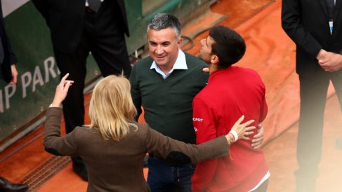 Djokovic, junto a su padre. (Getty)
