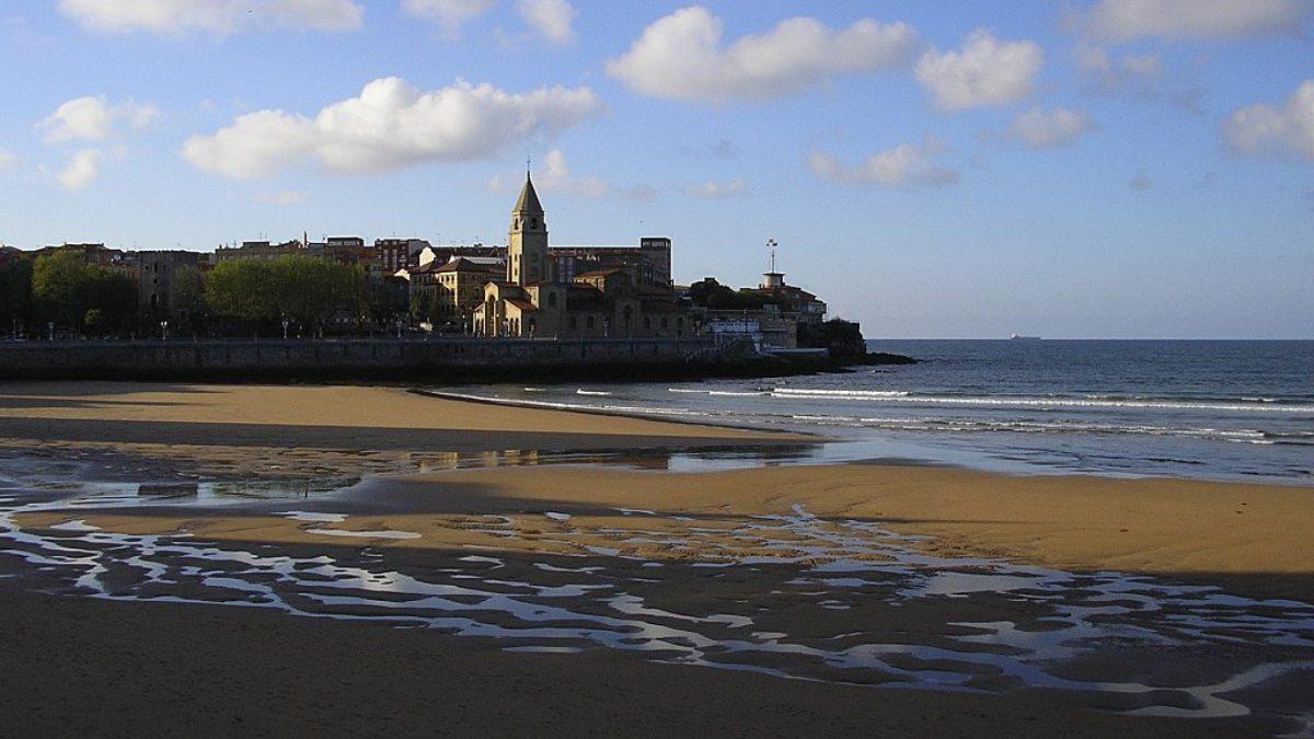 Playa de San Lorenzo donde ha ocurrido el suceso