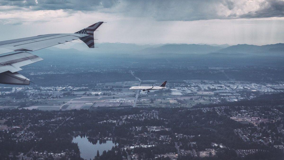 Los usuarios de avión se desploman un 77,1% en febrero y los del AVE retroceden un 76,8%