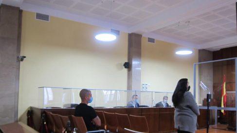 Los dos acusados en la Audiencia de Jaén. (Foto: EP)