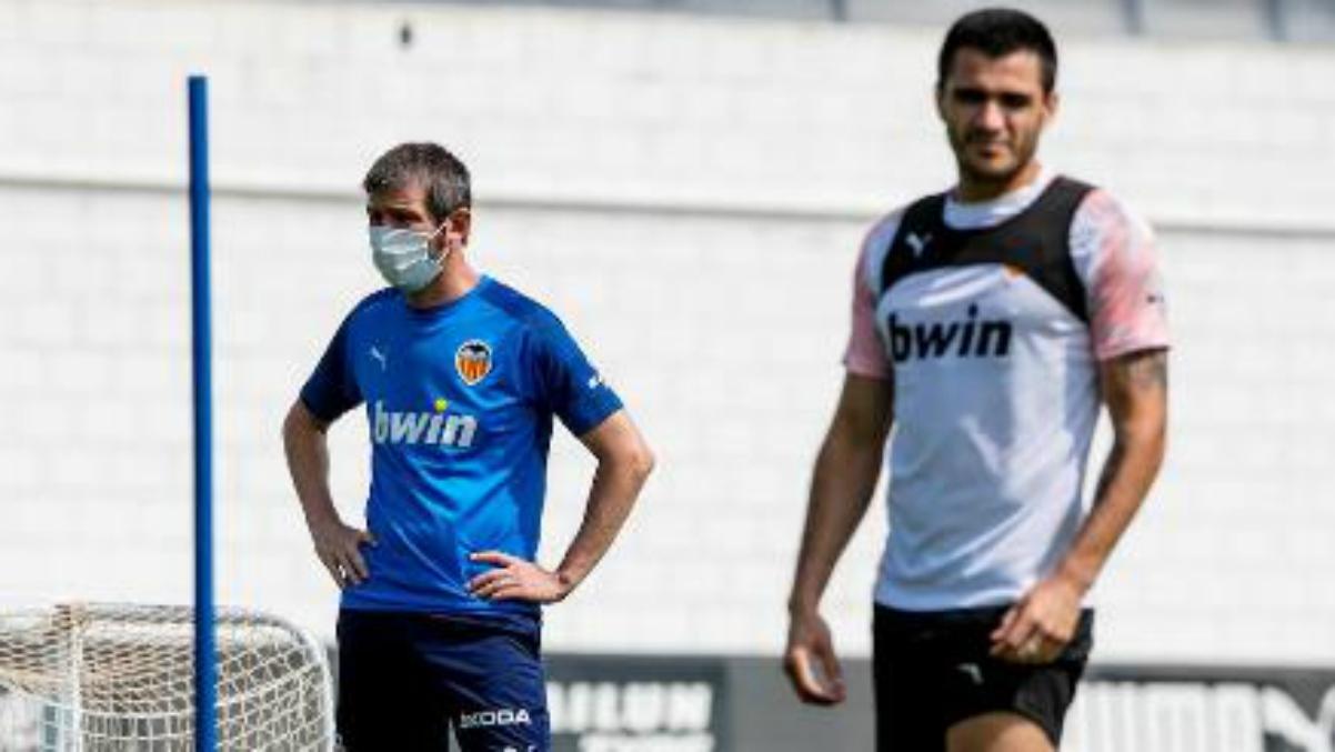 Celades y Maxi Gómez, en un entrenamiento (EFE).