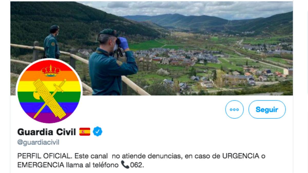 La Guardia Civil ha colocado en su perfil de Twitter la bandera LGTBI para celebrar la Semana del Orgullo.