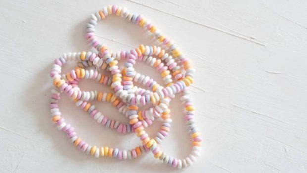 Manualidades infantiles de verano: Cómo hacer joyas con los niños