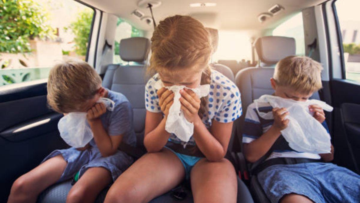 Los mejores consejos para evitar que los niños se mareen en el coche al viajar