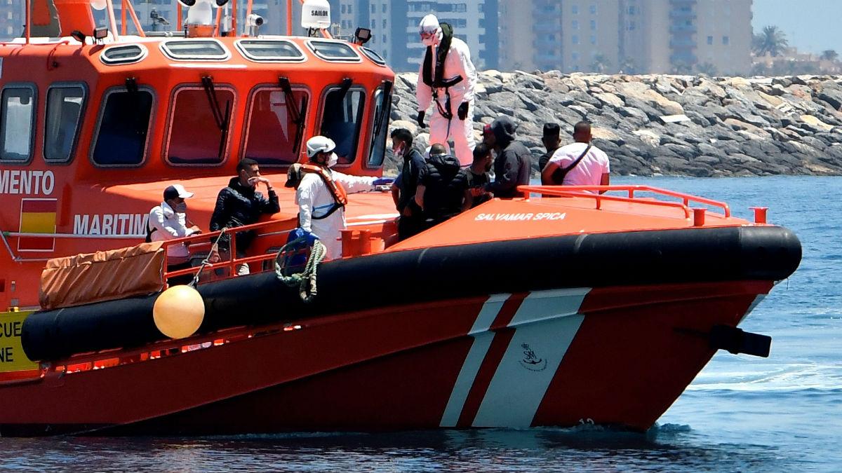 Llegada al puerto de Almería de Salvamento Marítimo.