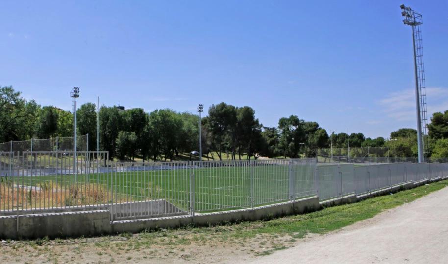 Campo de rugby Los Arbolitos en Vallecas que por deficiencias no pudo abrir en plazo.