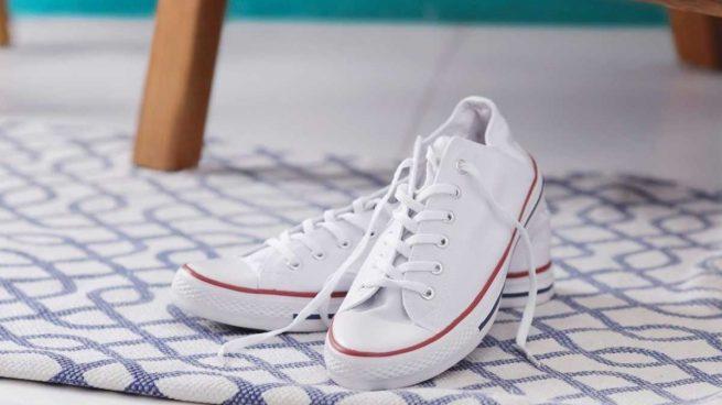3 trucos caseros para quitar el mal olor de los zapatos en verano