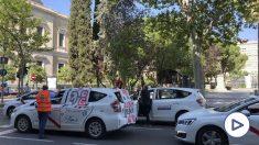 Los taxistas madrileños se manifiestan para pedir una regulación tras el estado de alarma.