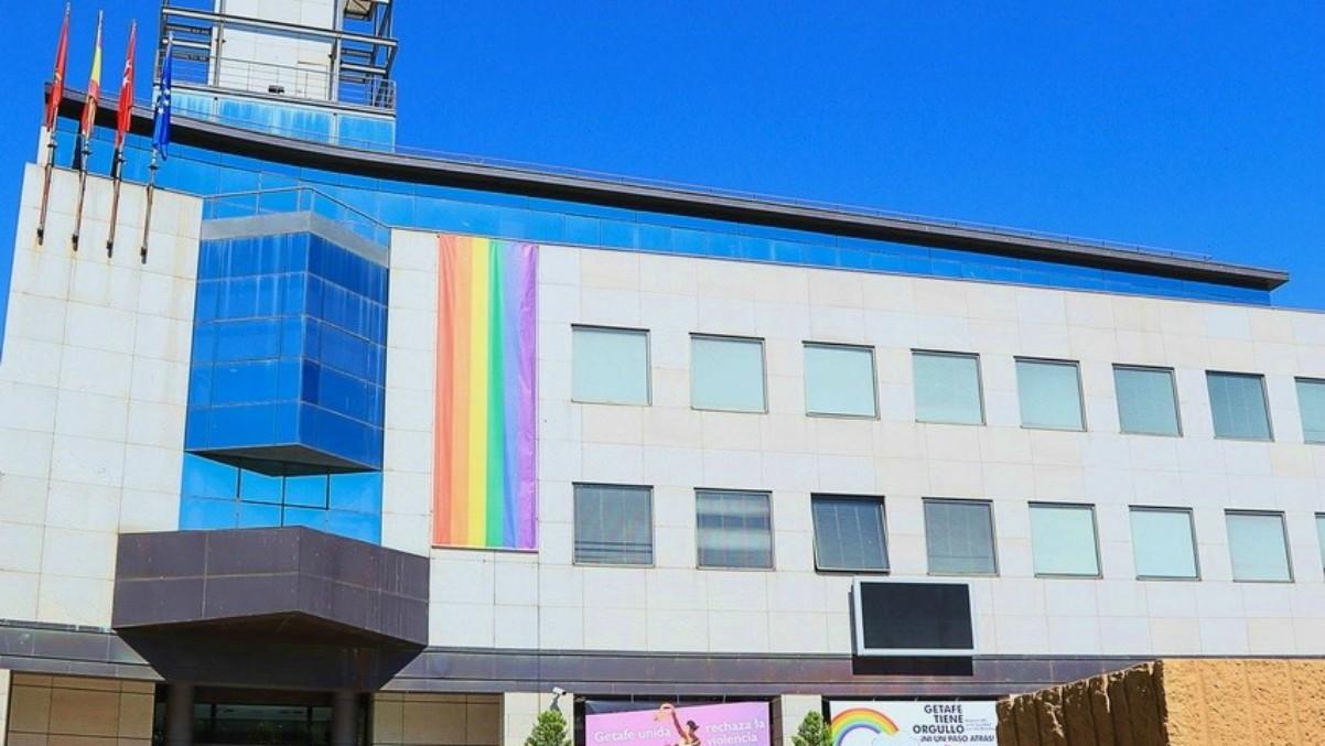 Bandera LGTBI en Ayuntamientode Getafe. Orgullo 2020