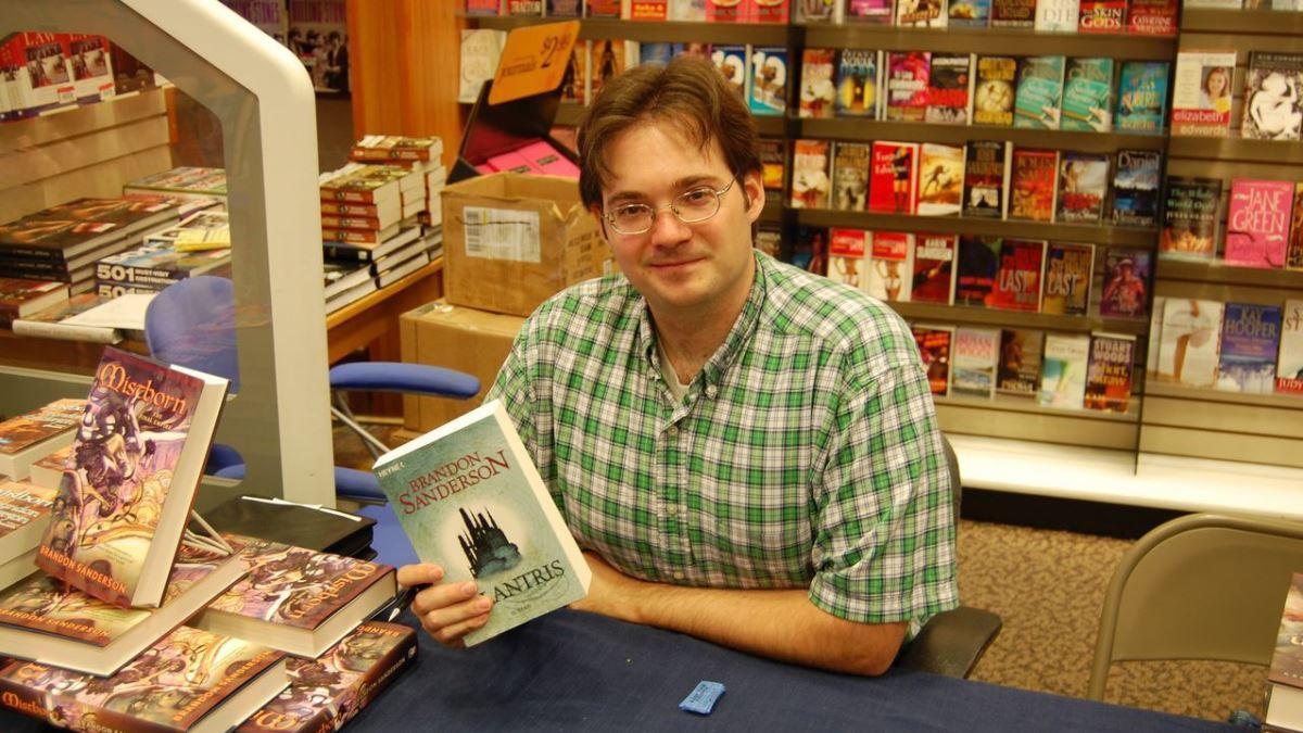 Brandon Sanderson es uno de los novelistas de fantasía con más éxito en los últimos años